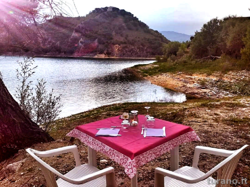 Vista lago dal ristorante La Riva del Lago a Castel di Tora