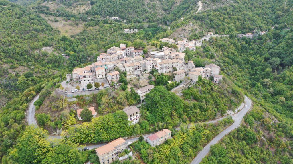Vista aerea del paese di Stipes (Rieti)